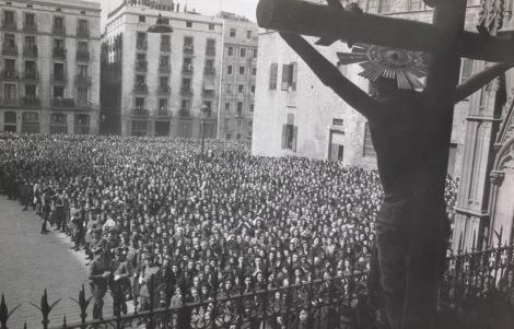 Adoración del Cristo de Lepanto.- Abril 1944.- Fotografía: Pérez de Rozas